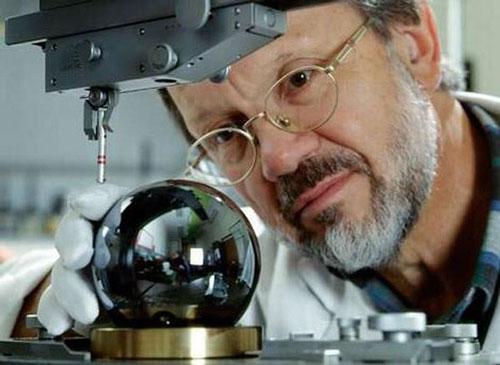 科学家造世界最圆球体有望成千克新标准(图)
