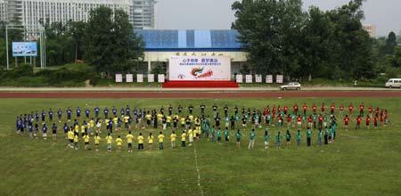 奥运志愿者牵手灾区学生为奥运加油(组图)
