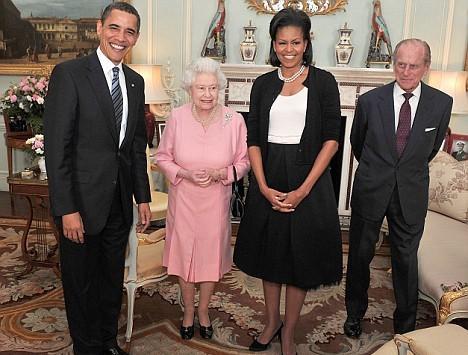 英国女王见奥巴马获赠iPod爱不释手(图)