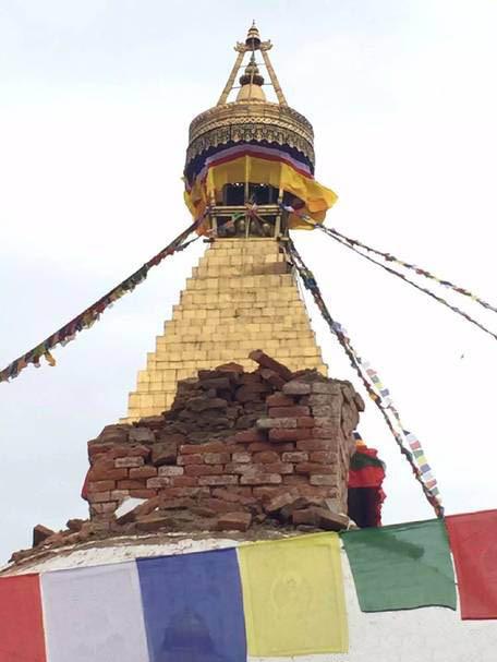 """尼泊尔""""佛眼大金塔""""地震中受损"""