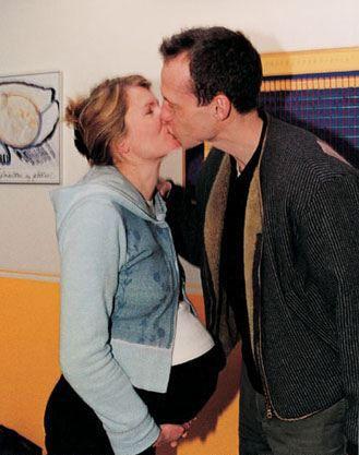 生产前的亲密亲吻