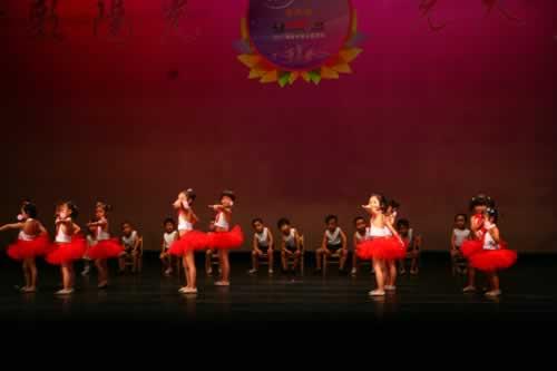 优美的集体舞蹈