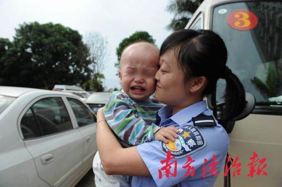 被解救的婴儿。景国民 摄