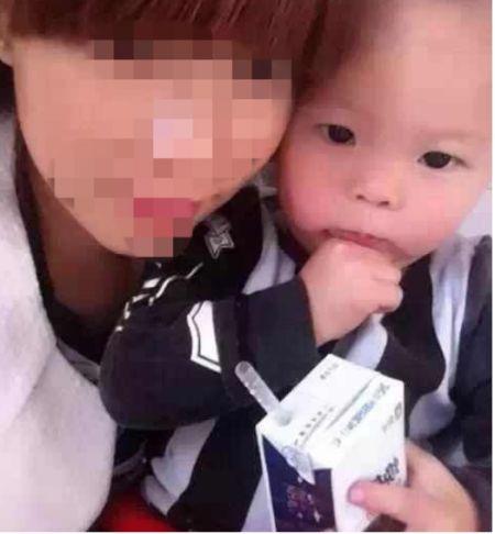 2岁孩被母亲情夫打死 天理难容!