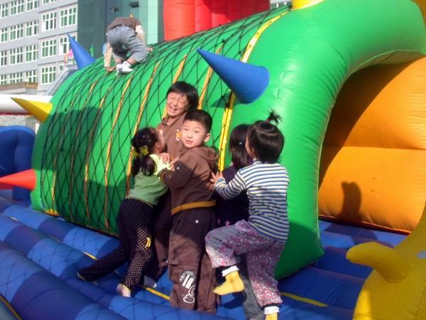 图:快乐充气城堡