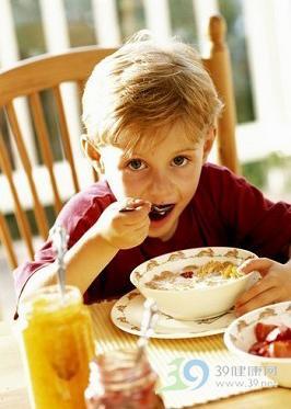 进餐时间父母常犯哪些错误