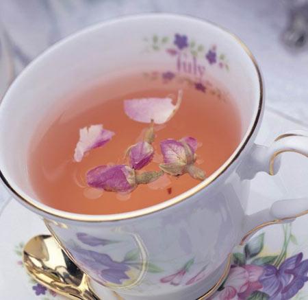 经期喝点玫瑰花茶调经润肤