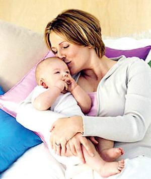 怎么给宝宝第一次喂奶?