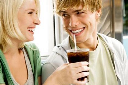 男性每天喝可乐超1升精子数量可减少30%