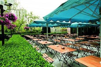 普拉那啤酒坊的户外花园