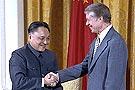 邓小平与卡特握手