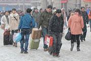大雪难阻返乡人