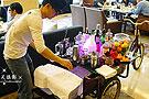 高档餐厅调酒师蹬三轮