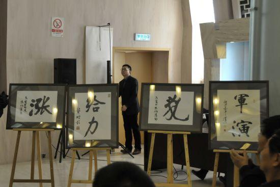 """""""涨""""、""""给力""""、""""乱""""、""""军演""""当选为2010年度字词"""