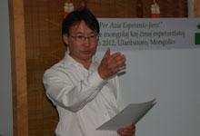 蒙古国世界语协会主席恩和主持世界语论坛会