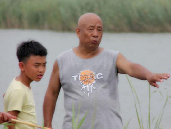导演吴天明现场说戏