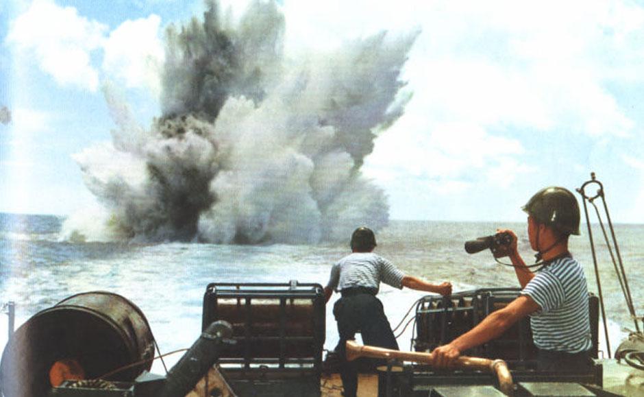 海军某艇正在进行攻击潜艇训练