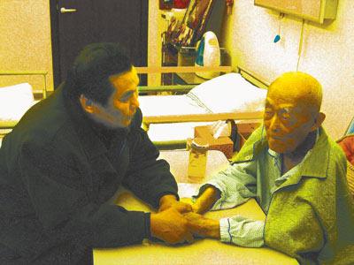 2009年1月21日李冰在301医院拜望季老
