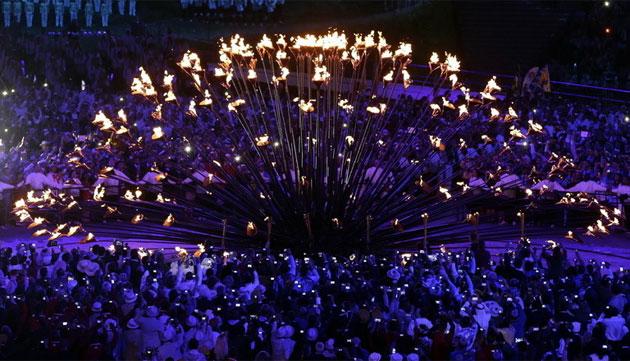 伦敦奥运盛大开幕 铜花瓣汇聚点燃主火炬