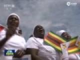 现场:习近平到访津巴布韦 数万民众夹道欢迎