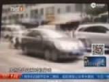 两男子骑摩托车对轿车内司机头部连开两枪