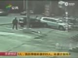 女子不满前夫带现任见小孩 开车斗气猛撞对方车