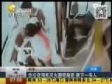 机智女司机持灭火器喷持刀劫匪 成功救下全车人