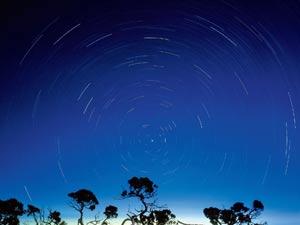 流星划出永恒美丽的弧线