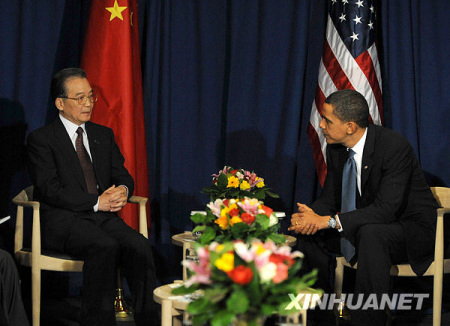 12月18日,中国国务院总理温家宝在哥本哈根会见美国总统奥巴马。新华社记者刘建生摄