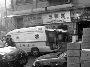 20急救车停在水产店门口装海鲜 网友 小周 供图-120急救车水产市场