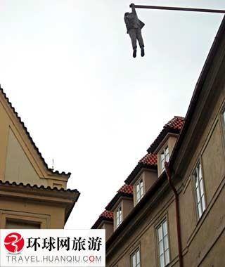 吊在外面的人