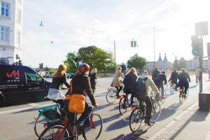 哥本哈根的骑行者。