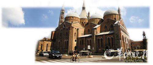 建筑于十三、十四世纪的罗马-哥特式大教堂―――圣安东尼奥教堂。