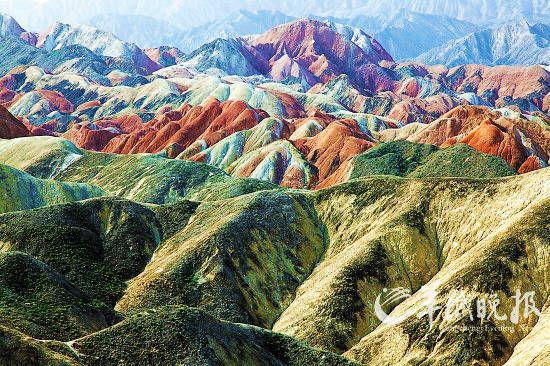 张掖丹霞地质公园内色彩斑斓的丹霞地貌群(东方IC供图)
