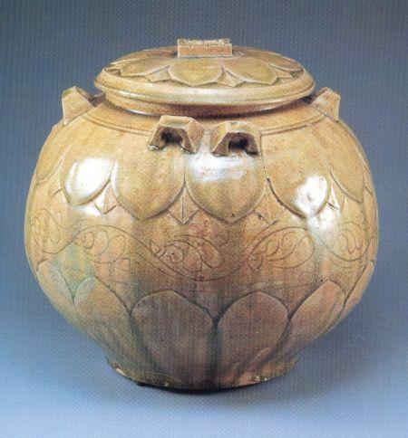 南朝青釉莲瓣纹盖罐