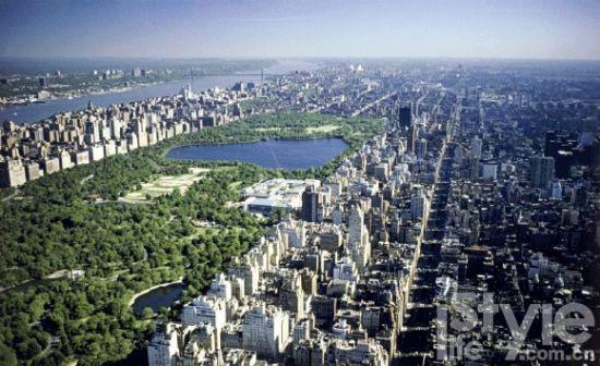 3. 纽约中央公园(Central Park)位于曼哈顿岛的中央。