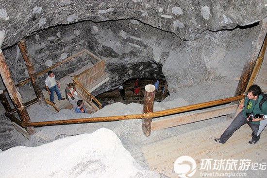 维利奇卡盐矿博物馆楼梯通道