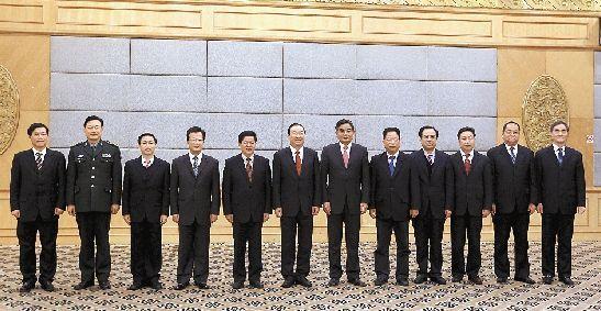 中国共产党杭州市第十一届常务委员会委员合影。 本报记者 林云龙 摄