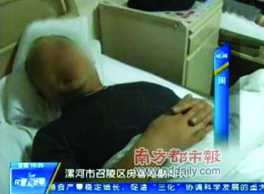 涉事记者在电视节目中,指打人者为漯河市召陵区房管局副局长牛豪。