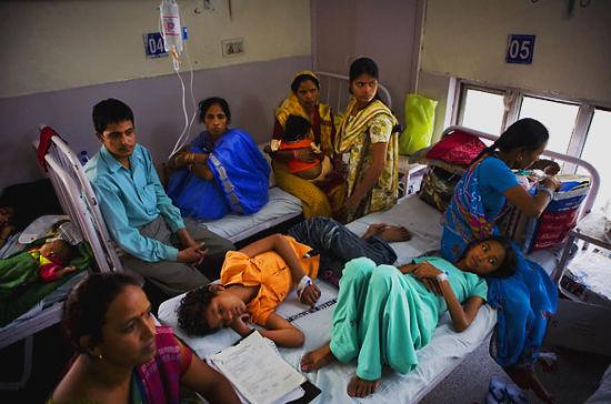 排长龙、缺医生、缺设备、缺病床、缺药等等,使印度公立医院供应严重不足,基本上只有花不起钱的穷人才会到公立医院就诊。