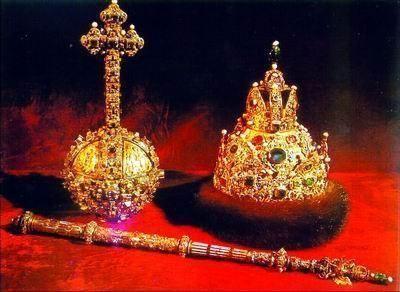 钻石库中的皇冠和权杖
