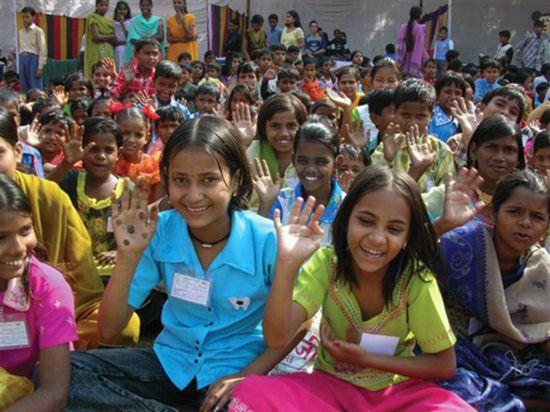 传统印度人共有的观点:第一是幸福跟钱无关,而跟精神状态有关。第二是幸福和神的安排有关,或者说和命运有关。