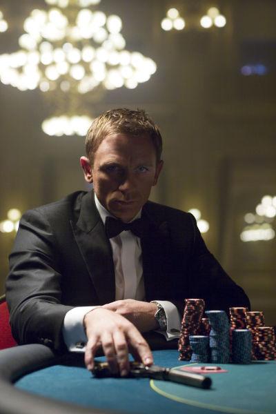 这是一场只能赢不能输的赌局,只有一位特工能够胜任。没错,他就是詹姆斯,詹姆斯-邦德。