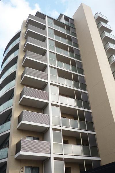 楼龄5年,实用面积83平方米,并附送停车场一个,价格是3280万日元,约合人民币207万。