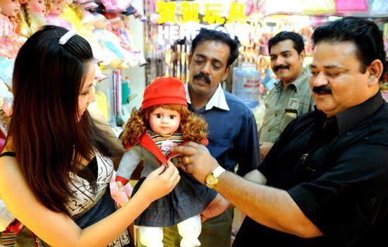 印度商人在义乌采购商品 来源:China Daily