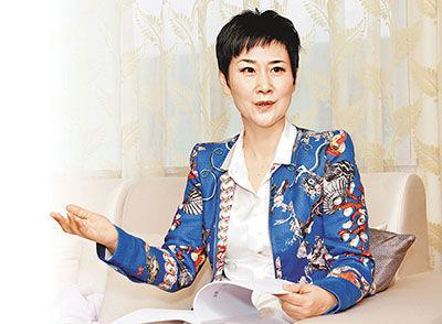 李小琳嘲讽谣言报道,矢言一直担任公职,从事电力事业 。 图片来源 香港文汇报(记者张伟民 摄)