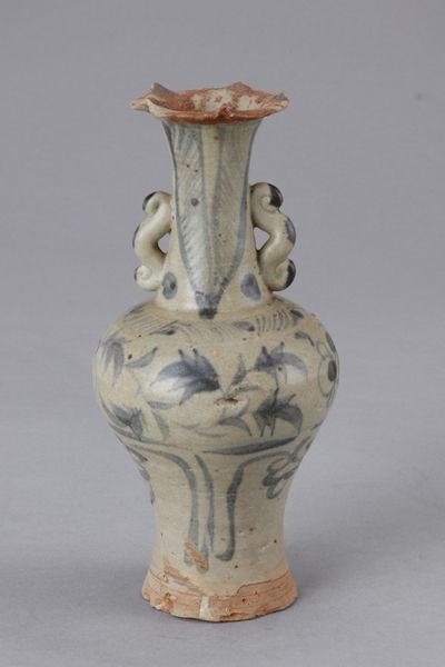 清代青花花卉纹瓶(图四)