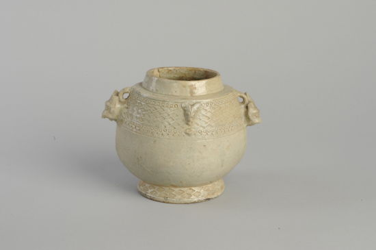 图7 青瓷羊铺首卣(安徽博物院藏)