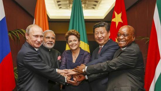 资料图:参与2014金砖国家峰会的各国领导人-俄称亚投行与金砖国家图片