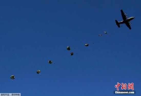 材料图:股票配资 时刻2015年1月11日,日本侵占队停止新年军演,约有24架飞机参加了本次练习。